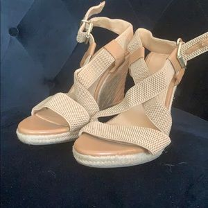 Banana republic tan wedge